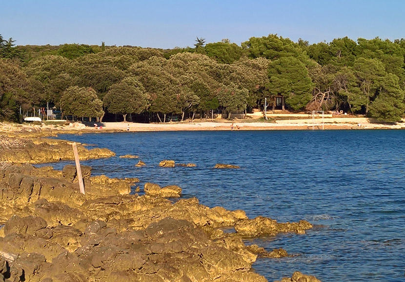 A 2 km long pebble and rocky beach, Colone is located close to the town of Bale...